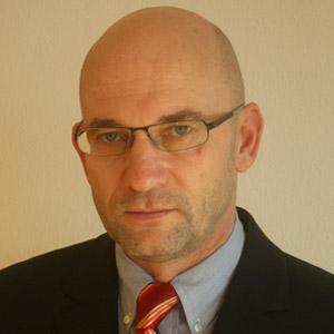 Univ.-Prof. Dr. Armand Hausmann
